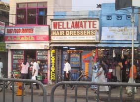 帰り道にとったスリランカの町並み。