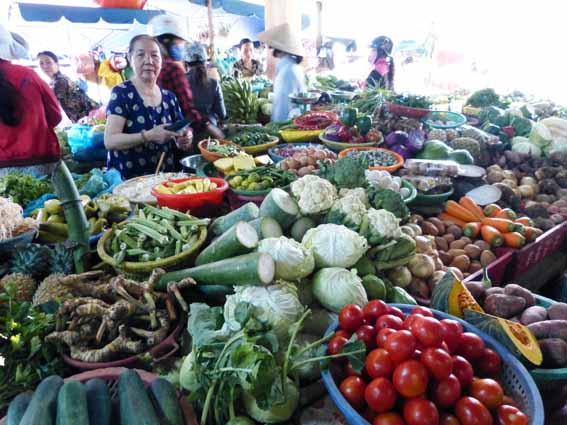 vietnam2013_localmarket