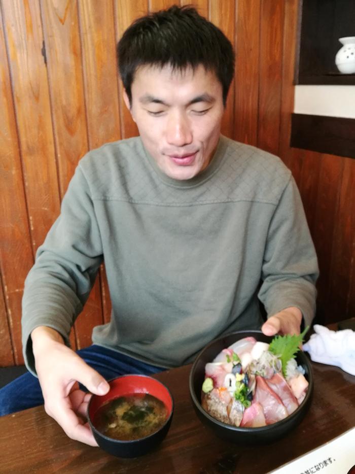 お昼は地魚丼?