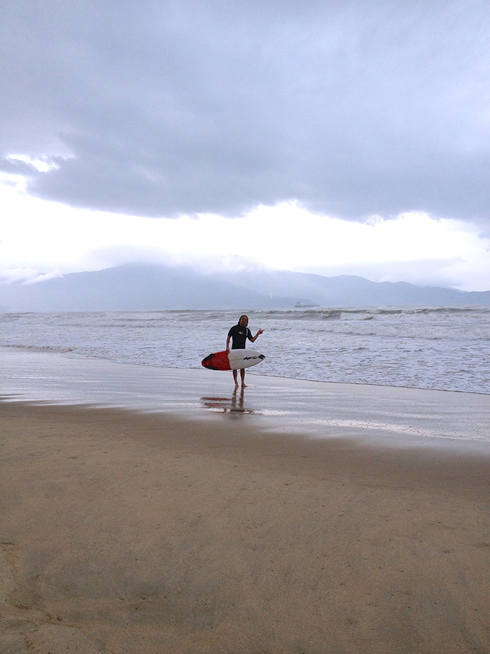 このビーチ、歩くとキュッキュ音がします