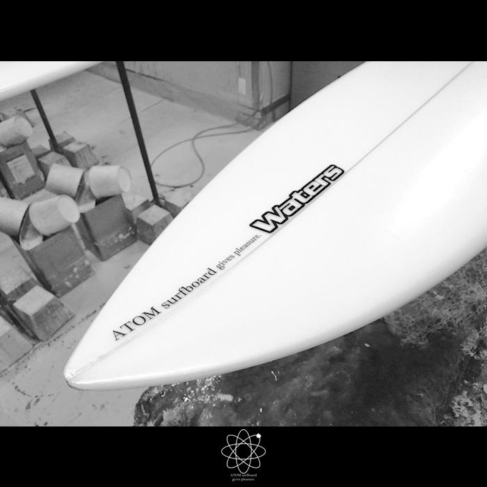 ATOM Surfboardにロゴのnewディケール登場!