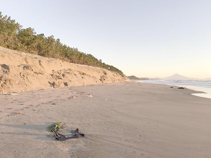 須々木は侵食されて砂崖が...