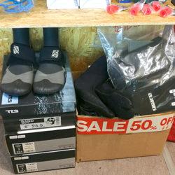 ブーツ、グローブ、半額あります!